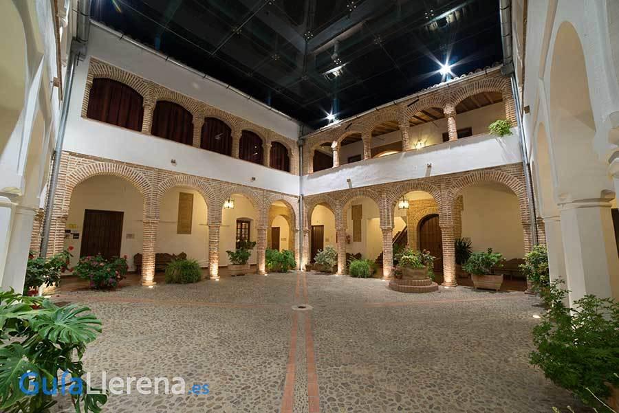 Casa Maestral